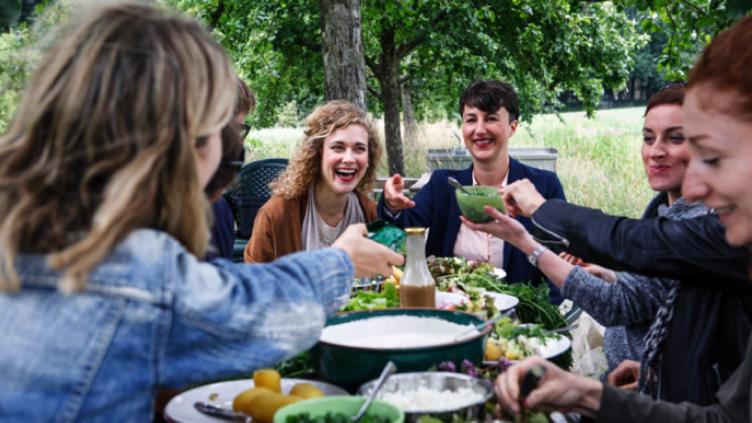 """Die """"Sustainable Food Academy"""" lehrt Nachhaltigkeit – Mitgründerin Denise Loga im Interview"""